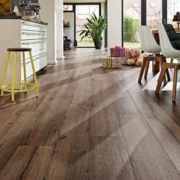 Suelo de linóleo o vinilo: ¿qué suelo adhesivo elegir para tu casa?