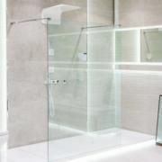 ¿Sabes cómo decorar un baño con poca luz natural?